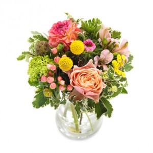 En fantastisk bukett med blommor i blandade färger; rosa, grönt, orange, gult...