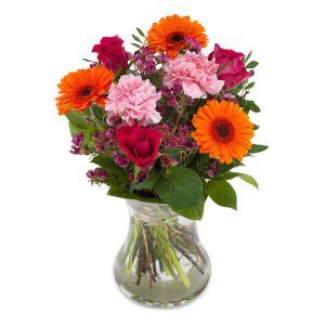 Bukett med rosor, nejlikor, germini i orange, rött, rosa.