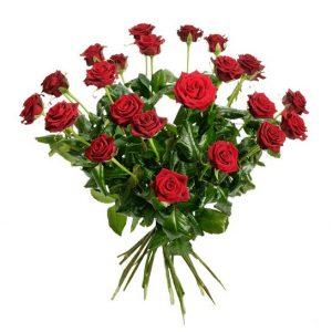 Skicka blomsterbud från Interflora. Här; en stor bukett med 24 st stora, röda rosor.