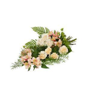 Beställ en begravningsbukett direkt i Interfloras webbutik för leverans direkt till aktuell begravning. Här, en fin bukett med nejlikor, rosor, alstromeria och grönt. Blommorna i cremefärg och aprikost.