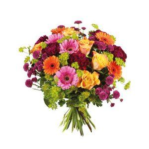 Bukett med rosor, nejlikor, germini i blandade, glada färger. Från Interflora.
