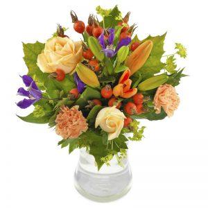 Bukett med blandade höstblommor i mjuka, varma färger. Skicka blommorna med blombud från Euroflorist - beställ direkt på nätet.