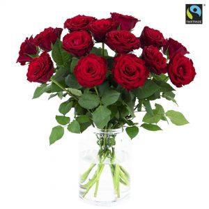 10 st djupröda, röda rosor. Ur Bringblooms Fairtrade-sortiment. Skicka blommorna med ett blomsterbud - ingen fraktavgift tas ut!