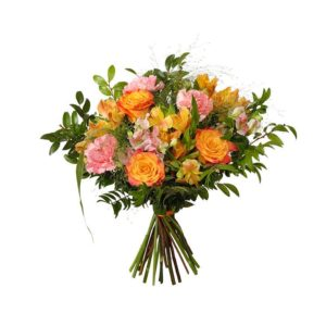 Bukett med rosor, alstroemeria, nejlikor och grönt. Ur Interfloras bukettsortiment.