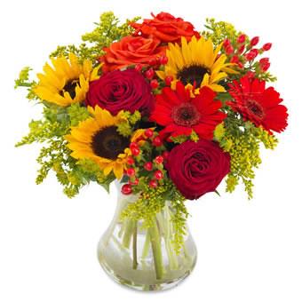 Sommarsol, en bukett med solrosor, rosor och gerbera. Skicka blommorna med bud från Euroflorist!