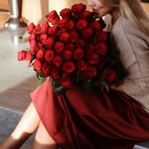 Bukett med 50 röda rosor, Interflora