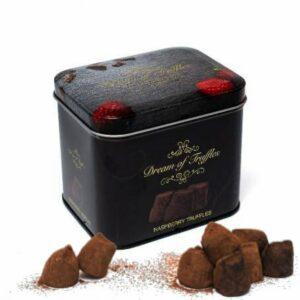 Vacker plåtburk med hallonchokladtryfflar. Mums! Du hittar dem hos Florister i Sverige.