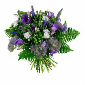 Blombukett med blandade, lila snittblommor. Beställ blommorna online hos Florister i Sverige - skicka med blombud.